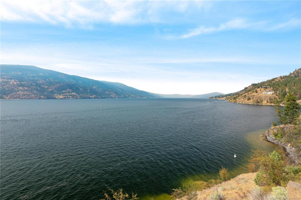 9-180 Sheerwater Court, Kelowna, V1V 2X1